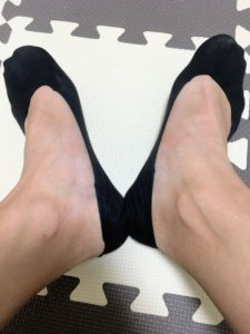 ココピタの浅履きを両足に履いて撮った画像