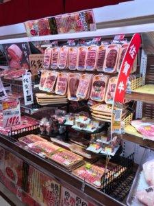 メガドンキ福重の生肉コーナーの画像